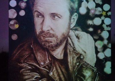 David Guetta portré színes fényben fotózva